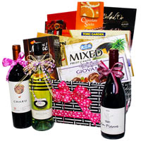 Exciting Festive Favorites Hamper Collection
