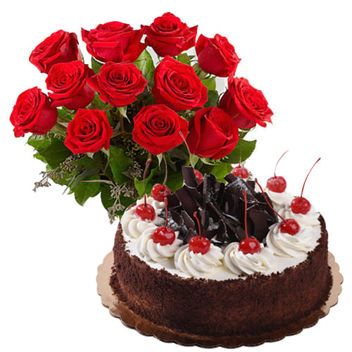 Passionate Bunch of Roses with Fresh Baked Cake on the Occasion of Valentines Day